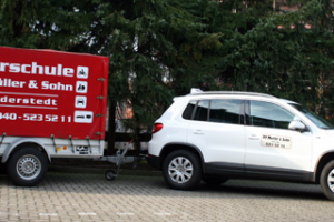 Fahrschule-TMueller-Norderstedt-Fahrzeuge-Tiguan-be-Anhaenger
